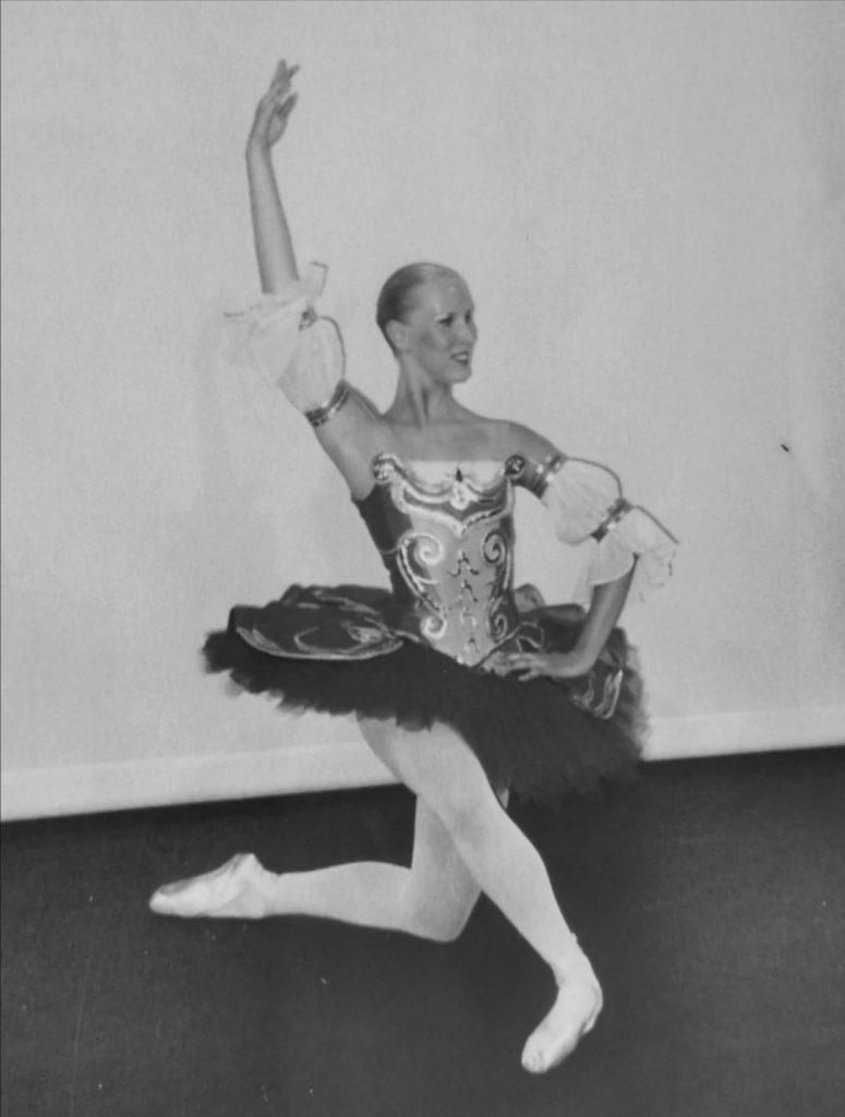 Aurore Houet danseuse et professeure à l'école académie de danse de Conflans sainte honorine